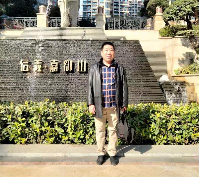 """河南商丘发明家邓申义:""""方块英文""""文字的传承与创新"""